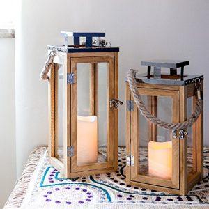Lights4fun Grande Lanterne en Bois avec Bougie LED à Piles et Anse en Corde, 34cm